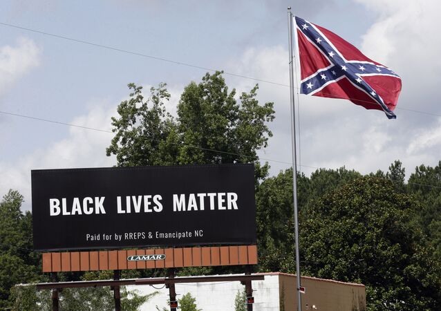 Un cartello con la scritta Black Lives Matter a Pittsboro in Norh Carolina