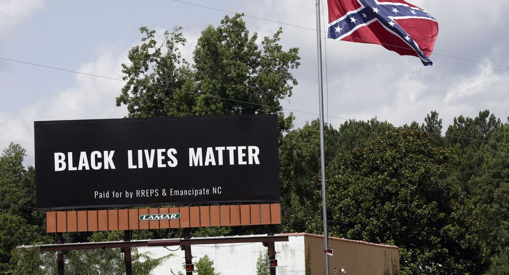 Un cartello con la scritta Black Lives Matter a Pittsboro in Norh Carolina