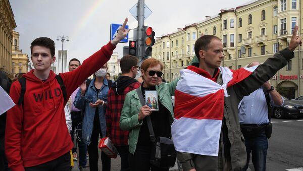 Manifestanti nel centro di Minsk nel pomeriggio del 27 agosto - Sputnik Italia