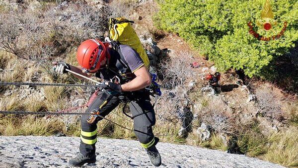 Salvataggio sul Monte Pellegrino da parte del nucleo speleo alpino dei VVF - Sputnik Italia