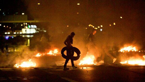 Proteste a Malmo, dimostranti bruciano copertoni, Svezia, 28  agosto 2020. - Sputnik Italia