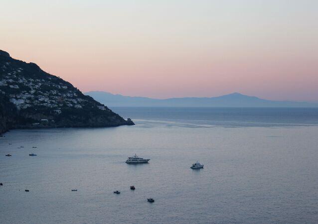 Una vista sul mare al tramonto
