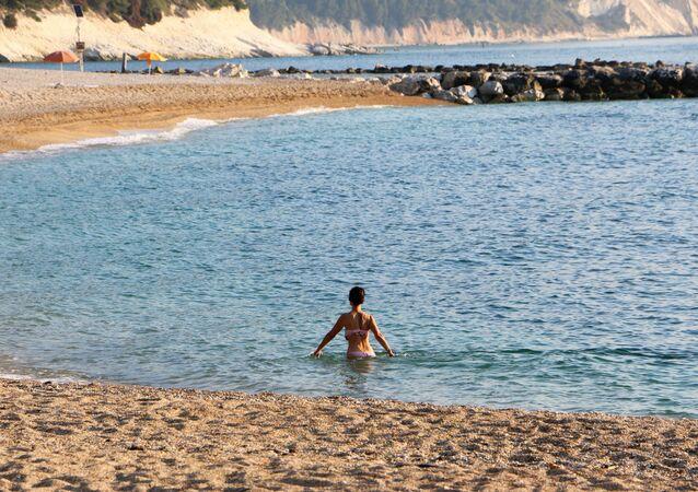 Una spiaggia di sabbia
