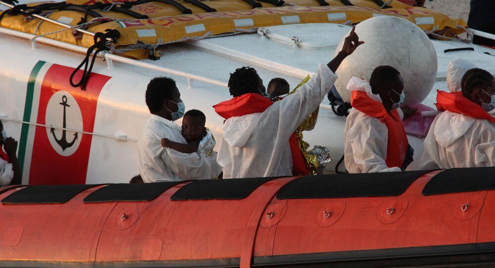 Migranti salvato dalla 'Louise Michel' a Lampedusa