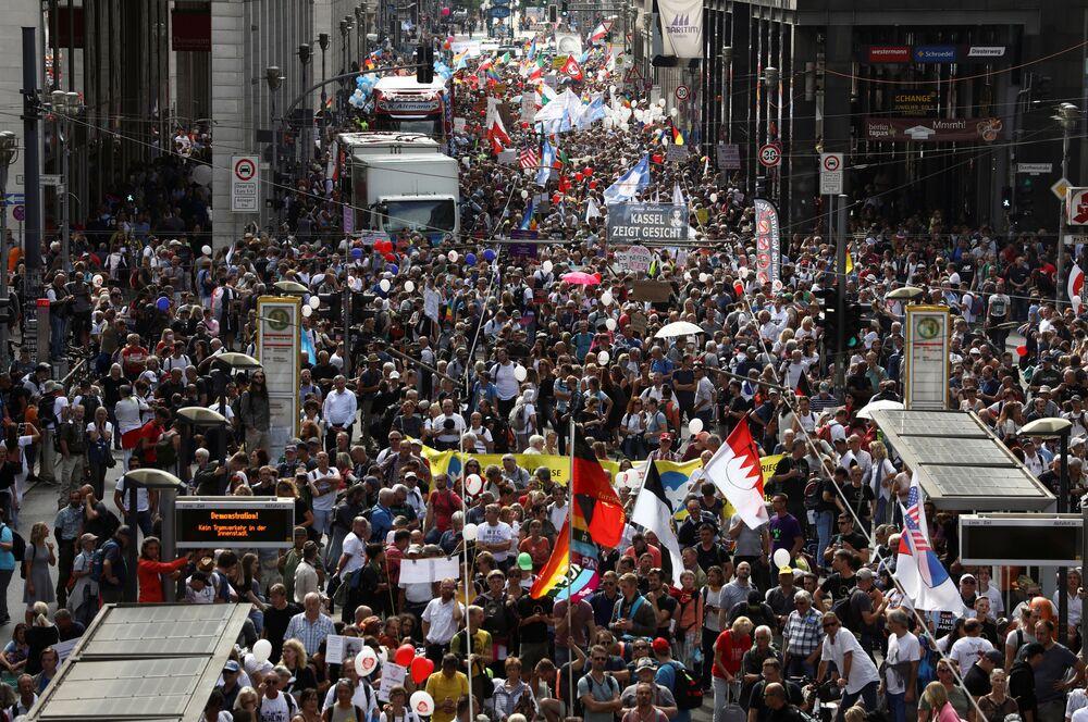 A Berlino almeno 18mila persone in piazza contro le misure anti-Covid