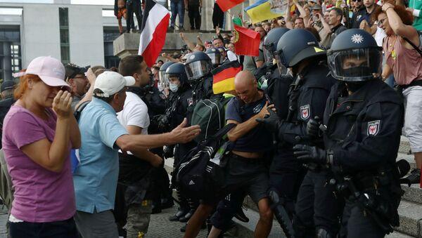 Le proteste contro le misure governative anti-Covid a Berlino - Sputnik Italia