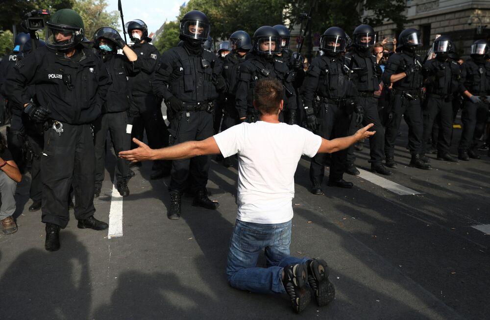 Le proteste contro le restrizioni anti-Covid Berlino, Germania, il 29 agosto 2020