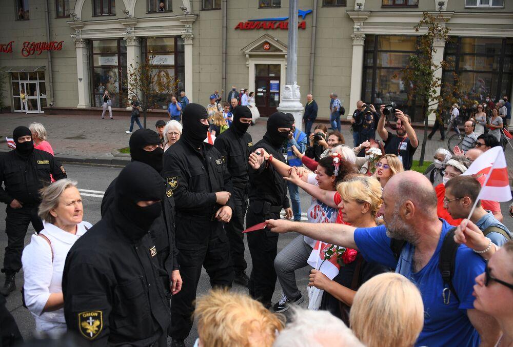 La manifestazione contro il presidente Aleksandr Lukashenko a Minsk