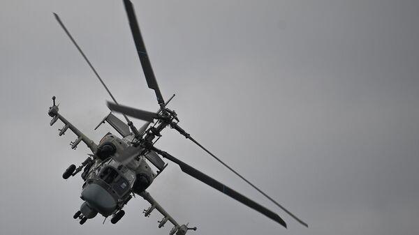 Ударный вертолет Ка-52 Аллигатор выполняет демонстрационный полет в рамках Международного форума Армия-2020 на аэродроме Кубинка в Подмосковье - Sputnik Italia