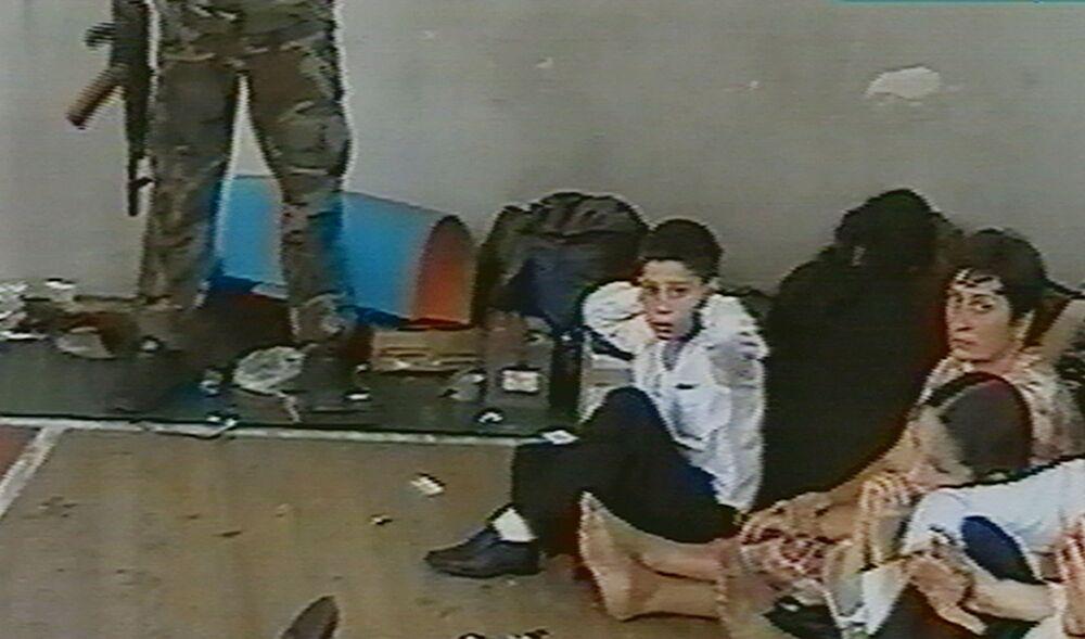 La mattina del 1 settembre 2004, quando era in corso la festa di inizio dell'anno scolastico, una trentina di terroristi prese d'assalto la scuola N.1 di Beslan.