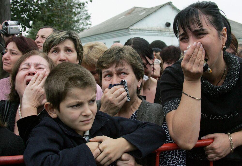 Nella tragedia sono morte 334 persone, compresi 318 ostaggi, di cui 186 ragazzi.