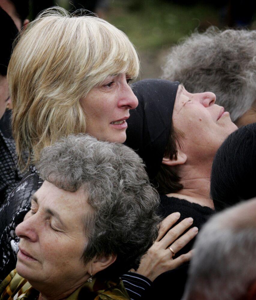 A Torino, nel quartiere Pozzo Strada, esiste un Giardino bambini e bambine vittime di Beslan.