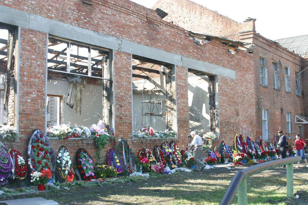 A San Giuliano Milanese, nella frazione di Zivido, si trova la Via Bambini di Beslan.