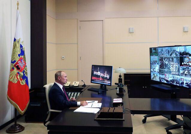 Putin durante una lezione aperta in videoconferenza