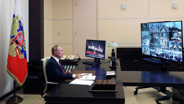 Putin durante una lezione aperta in videoconferenza - Sputnik Italia