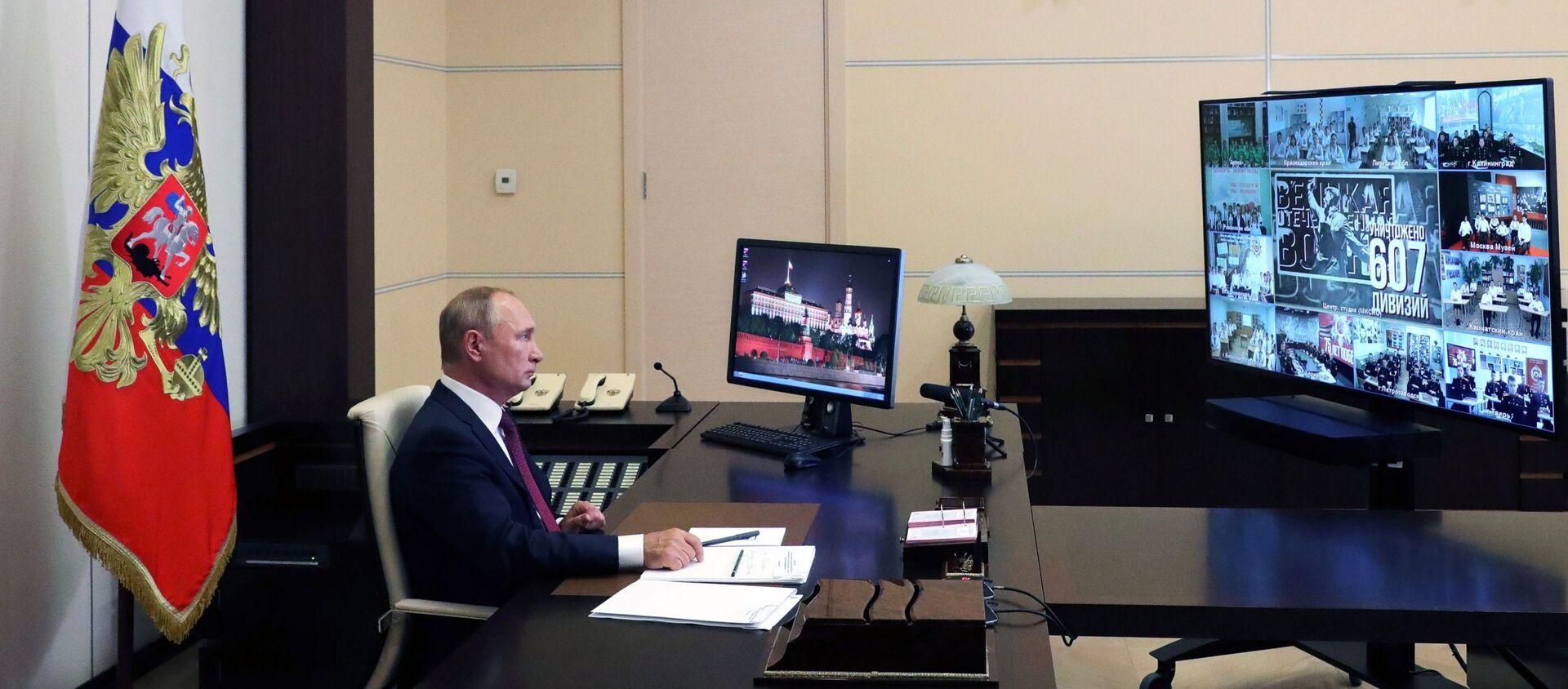 Putin durante una lezione aperta in videoconferenza - Sputnik Italia, 1920, 01.09.2020