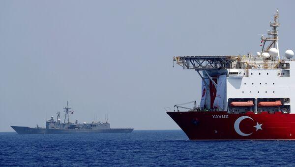 The Turkish drilling vessel Yavuz is seen being escorted by a Turkish Navy frigate in the eastern Mediterranean off Cyprus, August 6, 2019 - Sputnik Italia