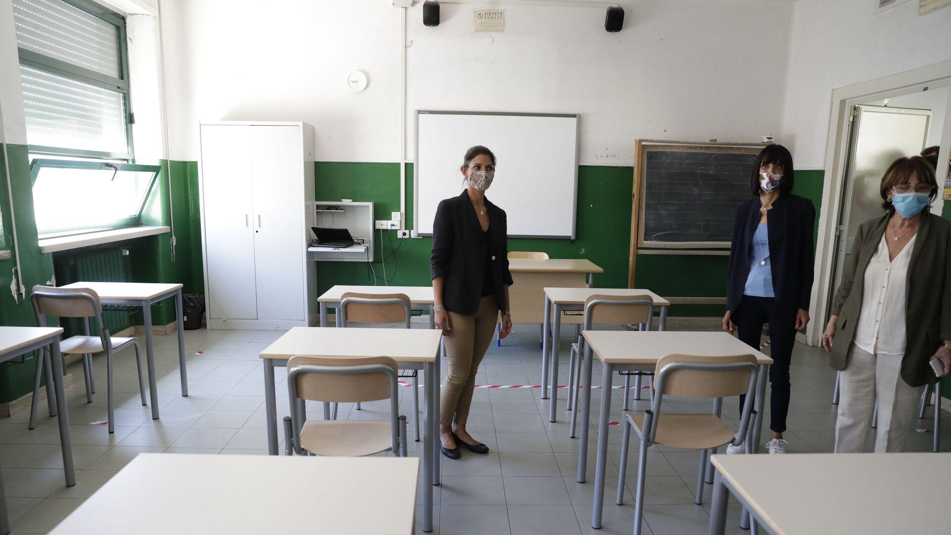 Virginia Raggi a scuola a Roma prima dell'inizio dell'anno scolastico - Sputnik Italia, 1920, 14.08.2021