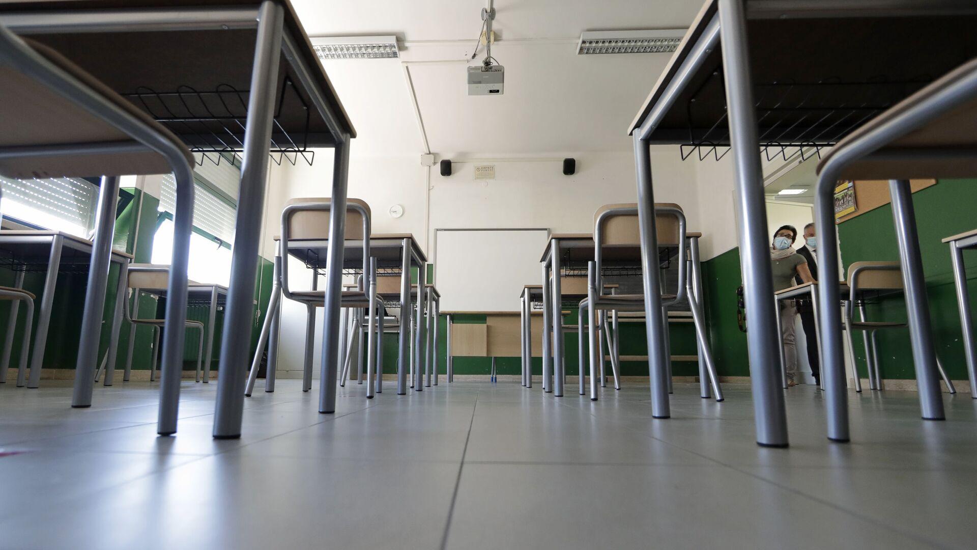 Una scuola con banchi a Roma, Italia - Sputnik Italia, 1920, 18.05.2021
