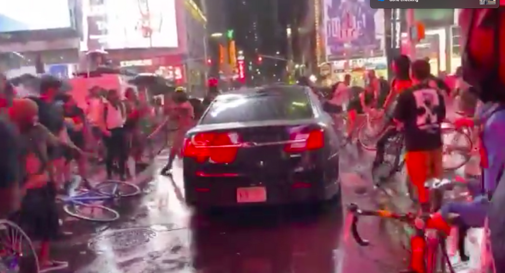 New York, auto investe manifestanti a Times Square, 3 settembre 2020