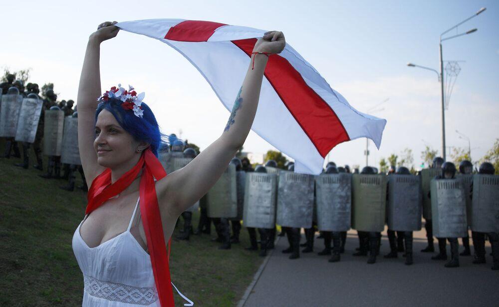 Partecipante a una protesta dell'opposizione a Minsk, Bielorussia