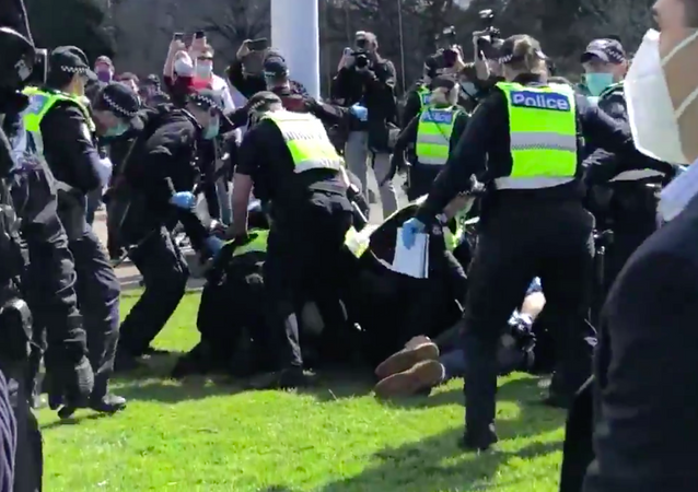 Clashes between police and protesters at an anti-lockdown rally in Melbourne
