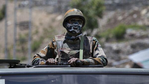 Un militare indiano in Ladakh - Sputnik Italia