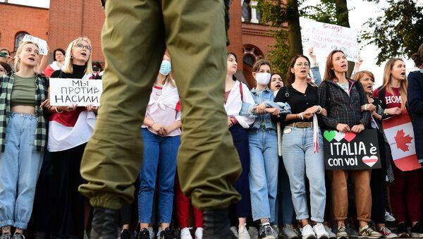 Manifestanti in corteo a Minsk, 5 settembre 2020 - Sputnik Italia
