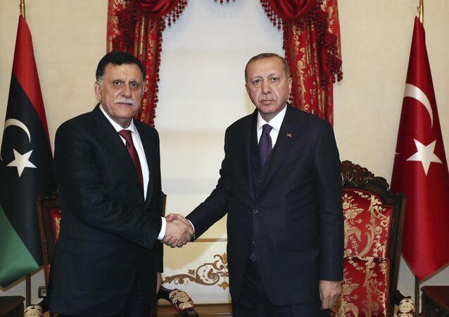 Recep Tayyip Erdogan e Fayez al-Sarraj a Istanbul