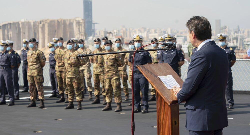 Il Presidente del Consiglio, Giuseppe Conte, sul molo della Nave San Giusto della Marina Militare, a Beirut