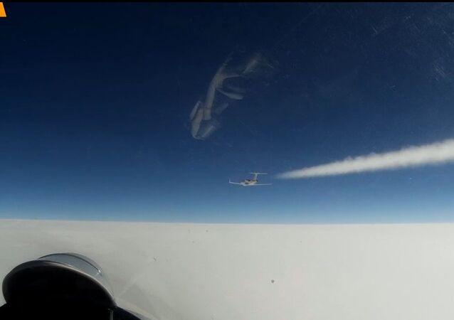 Su-27 russo decolla per intercettare velivoli da ricognizione statunitensi e svedesi sul Baltico