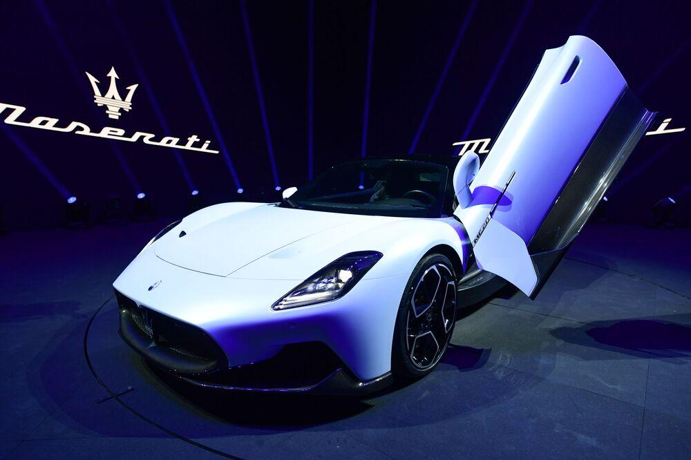 Presentazione della nuova super sportiva MC20 dell'azienda italiana Maserati in Italia