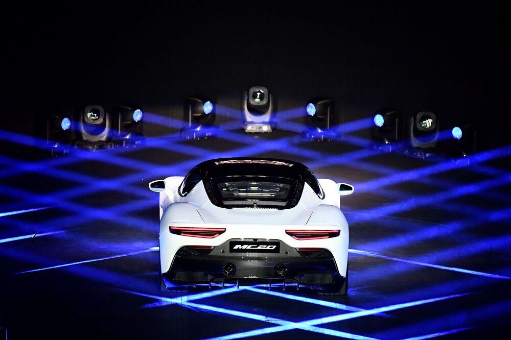 La Maserati MC20 ha cinque modalità di guida, selezionabili dal selettore posto al centro del tunnel: WET, GT, SPORT e CORSA.