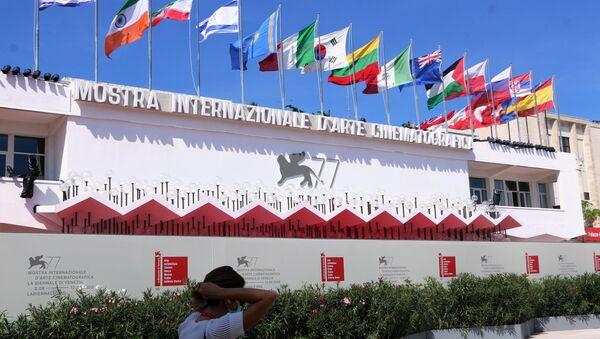 Palazzo del Cinema sul lungomare Marconi a Venezia - Sputnik Italia