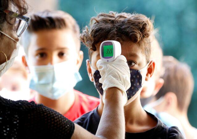 Controllo della temperatura agli alunni dopo riapertura delle scuole a Roma, Italia, il 14 settembre 2020