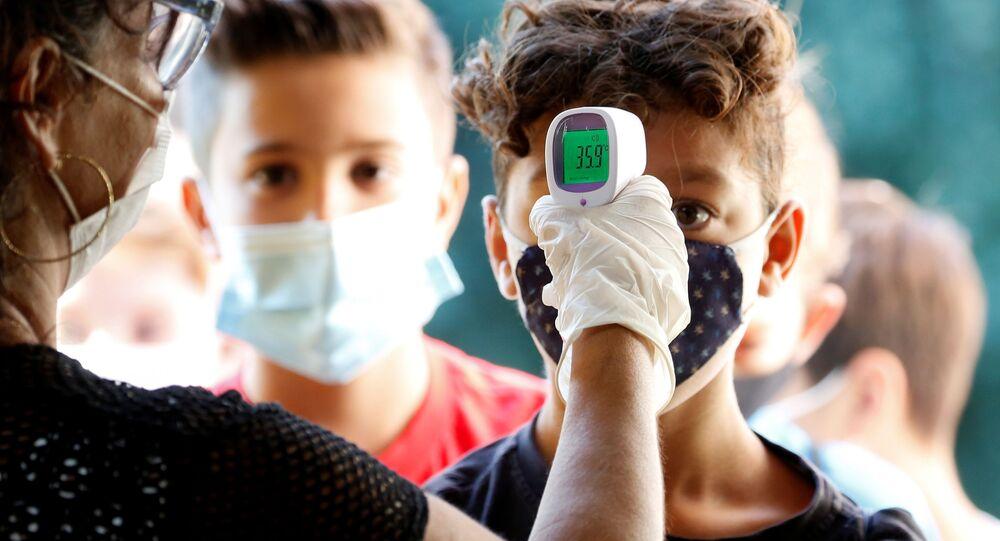 Controllo della temperatura dopo riapertura delle scuole a Roma, Italia, il 14 settembre 2020