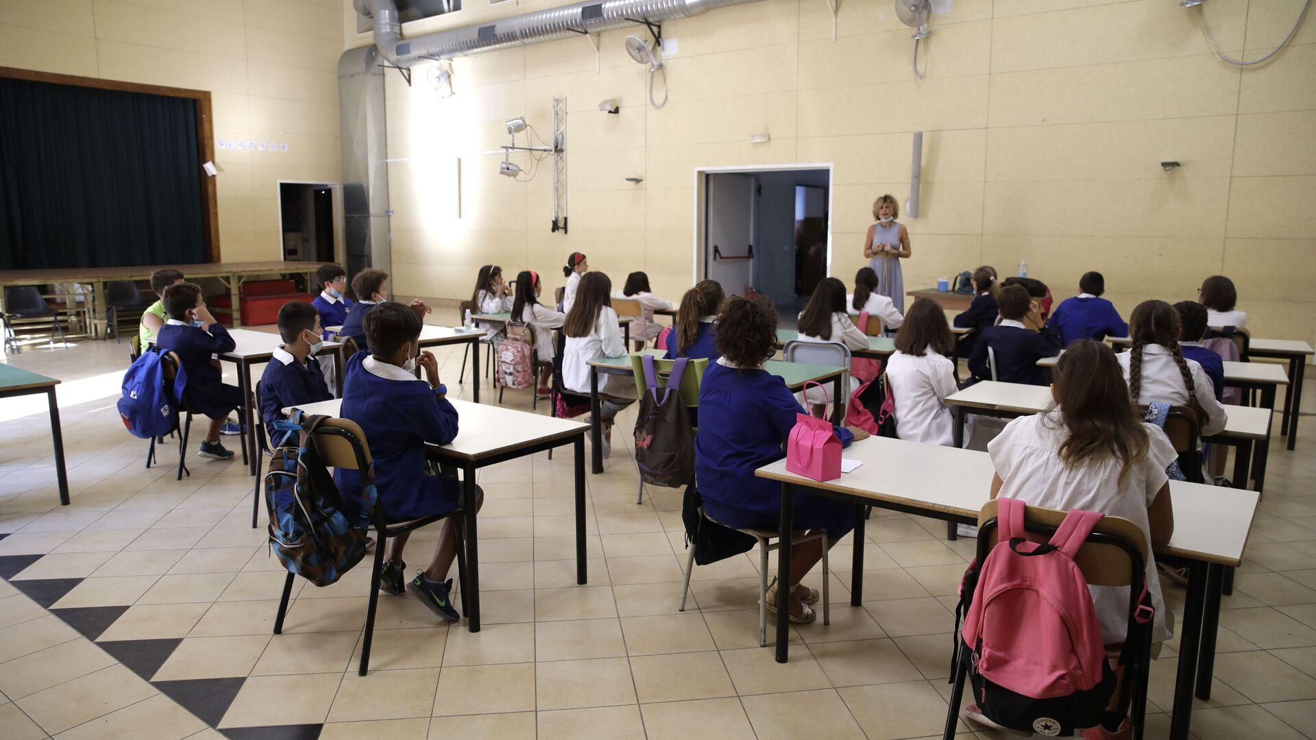 Lezione in una delle scuole a Roma dopo la riapertura, Italia - Sputnik Italia, 1920, 07.06.2021