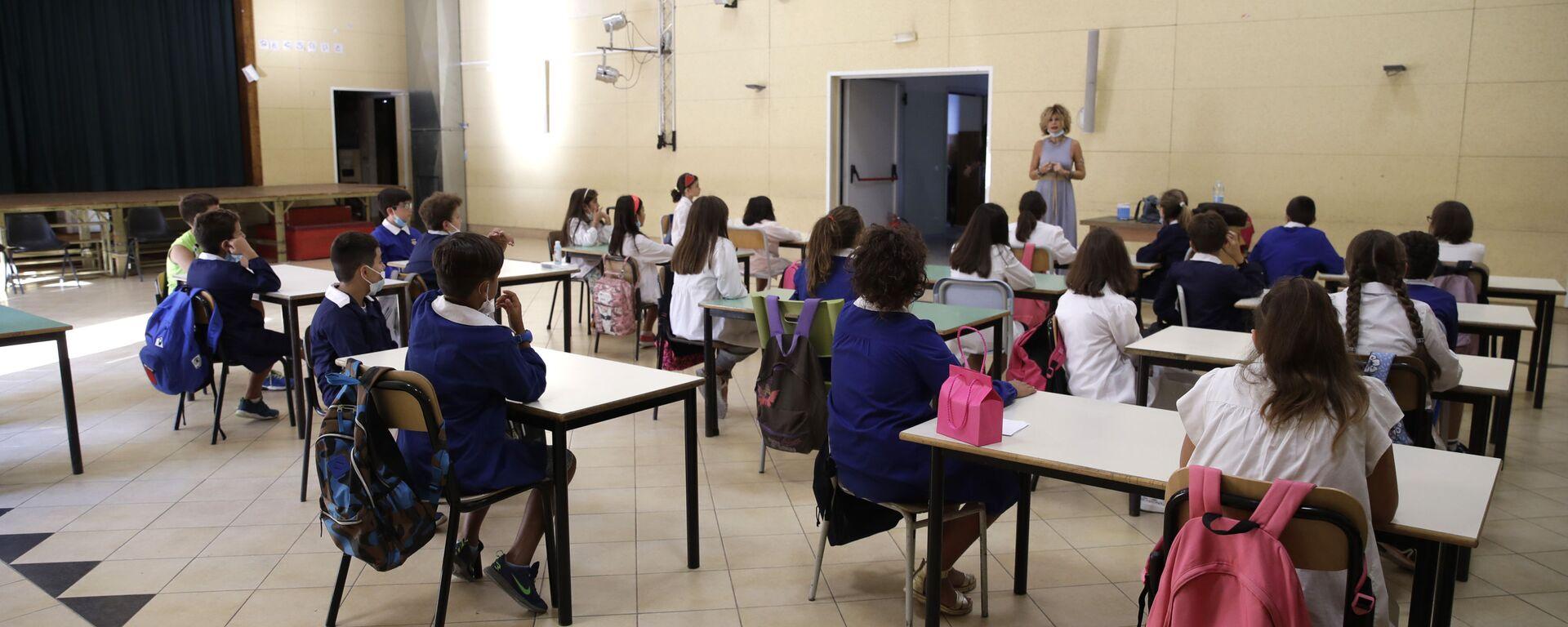 Lezione in una delle scuole a Roma dopo la riapertura, Italia - Sputnik Italia, 1920, 01.04.2021