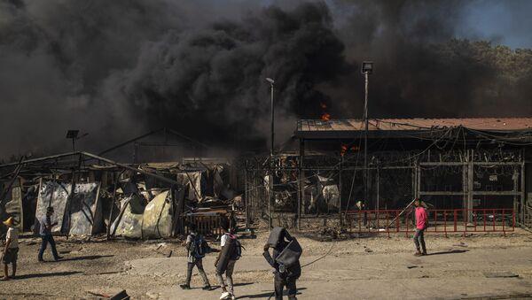 Campo rifugiati Moria in fiamme - Sputnik Italia