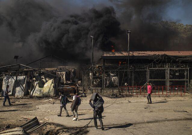 Campo rifugiati Moria in fiamme