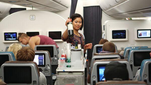 Una hostess di un Airbus a350-900 Singapore Airlines - Sputnik Italia