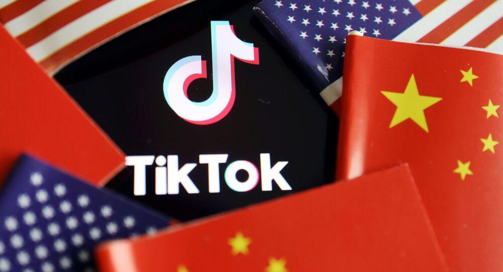 Da domenica sarà vietato scaricare TikTok