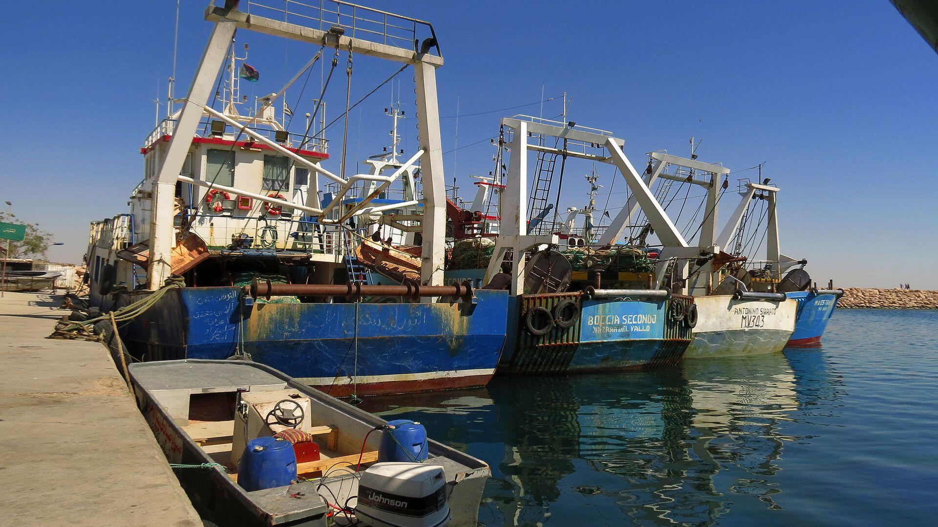 Pescherecci nel porto di Bengasi, Libia - Sputnik Italia, 1920, 19.05.2021