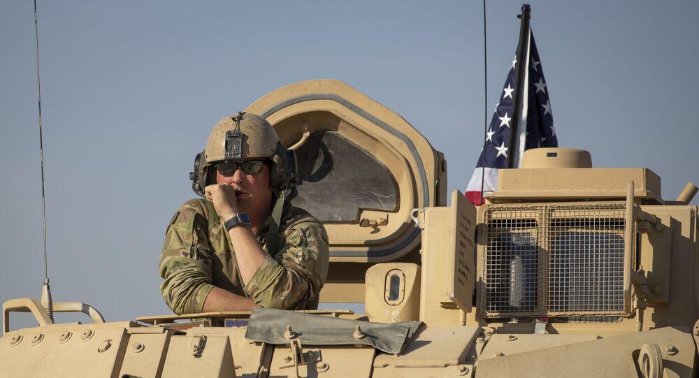 Soldado em base militar dos Estados Unidos em território Sírio