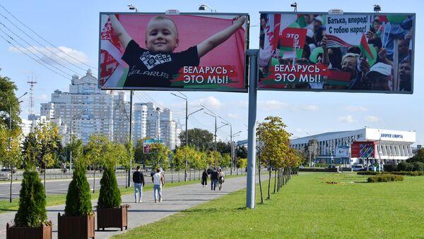 Minsk, manifesti pro Lukashenko - Sputnik Italia
