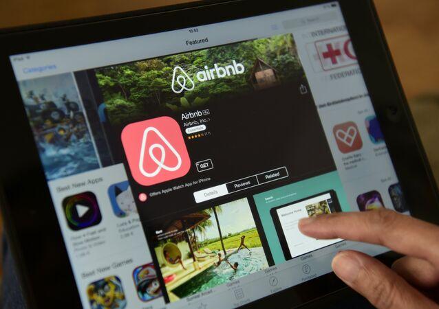 Applicazione Airbnb su tablet