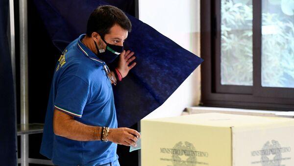 Matteo Salvini al Referendum taglio parlamentari a Roma - Sputnik Italia