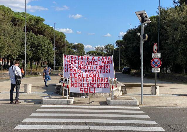 Roma, la manifestazione dei familiari dei due armatori dei pescherecci Medinea e Antartide sequestrati in Libia