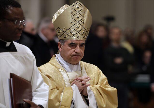 Il cardinale Giovanni Angelo Becciu si dimette dopo l'inchiesta sull'immobile di Londra