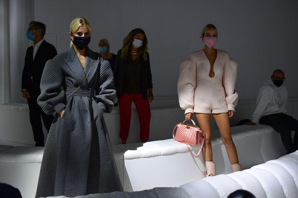 La presentazione della collezione Fendi durante la Settimana della Moda Milano